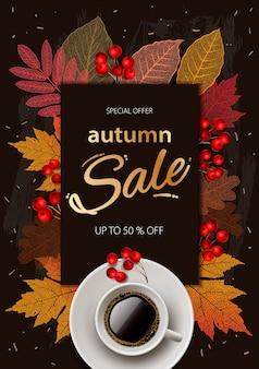 Jesienna wyprzedaż. jesienna wyprzedaż i rabaty banner jesień, jesienne liście, gorąca parująca filiżanka kawy.