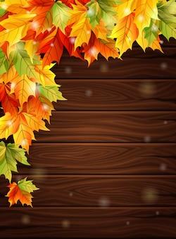 Jesienne liście na ciemnym tle desek