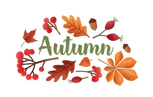 Jesienny napis odręczny piękną kursywą kaligraficzną czcionką ozdobioną opadłymi liśćmi drzew, żołędziami, jagodami. skład sezonowy na białym tle