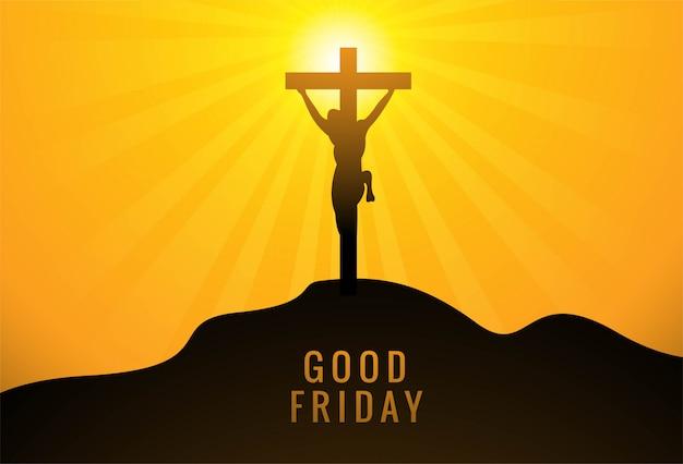Jezus chrystus na krzyżu na tle słońca zachodzącego nieba