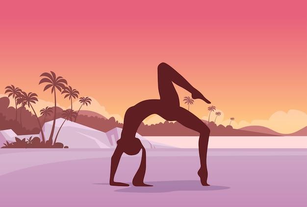 Joga sport fitness kobieta ćwiczenie trening sylwetki dziewczyna