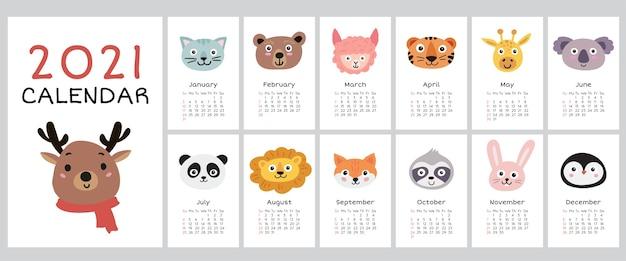 Kalendarz 2021 z uroczymi zwierzętami. roczny kalendarz ze wszystkimi miesiącami.