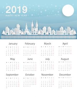 Kalendarz na nowy rok 2019. miasto nocą i czarne niebo z zimową pogodą.