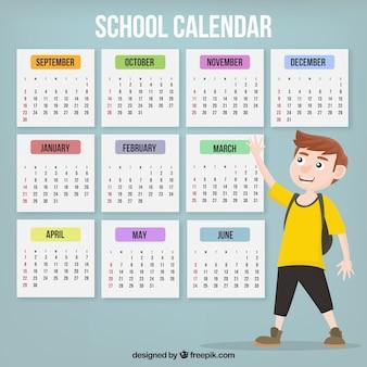 Kalendarz szkoły z chłopcem z żółtą koszulką