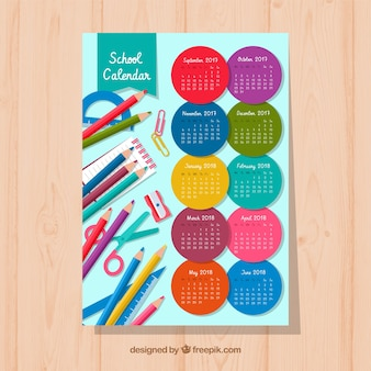 Kalendarz szkoły z materiałami i okręgami