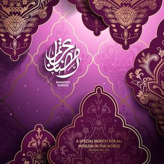 Kaligrafia arabska na ramadan kareem po lewej, z eleganckimi arabskimi wzorami roślinnymi, fioletowe tło