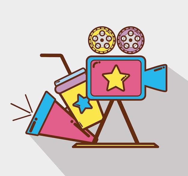 Kamera wideo z tubą, sodą i taśmami filmowymi