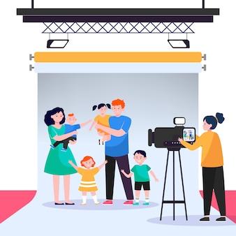 Kamerzystka filmująca dużą rodzinną scenę w studio