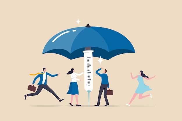 Kampania szczepień pomaga budować odporność stada w celu ochrony przed infekcją koronawirusem, zaszczepione osoby biegną, aby się schronić pod dużym, mocnym parasolem zbudowanym ze strzykawki ze szczepionką.