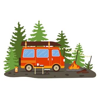 Kamper w lesie. letni wypoczynek na świeżym powietrzu.kemping. ruch życia vana. ilustracja wektorowa w stylu płaski.