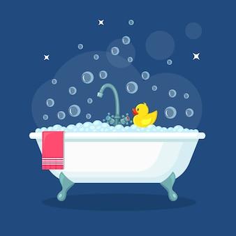 Kąpiel pełna piany z bąbelkami. wnętrze łazienki. krany prysznicowe, mydło, wanna, gumowa kaczuszka, ręcznik