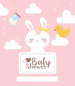 Karta baby shower, dekoracja chmurki z butelki mleka kaczka króliczka
