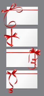 Karta podarunkowa z czerwoną wstążką i zestawem kokardki. ilustracja