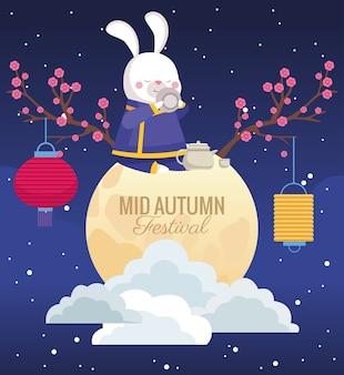 Karta świętowania połowy jesieni z królikiem w scenie pełni księżyca