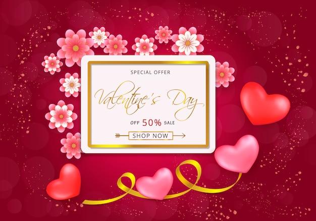 Karta upominkowa na walentynki z wyciętymi z papieru różowymi kwiatami i złotą ramką na różowo