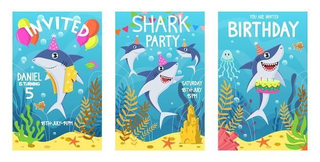 Karta zaproszenia z uroczymi rekinami na kartkę z życzeniami, zwierzęta podwodnego świata. rekin, wodorosty i ryby