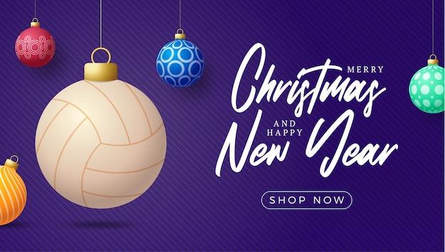 Kartka bożonarodzeniowa w piłce siatkowej. wesołych świąt sport kartkę z życzeniami. powiesić na nitce piłkę do siatkówki jako piłkę bożonarodzeniową i kolorowe bombki na fioletowym tle poziomym. ilustracja wektorowa sportu.