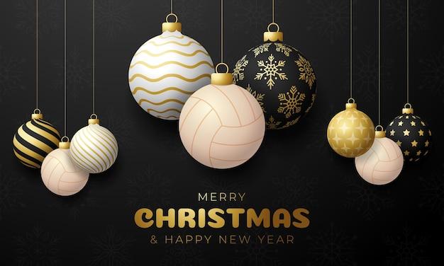 Kartka bożonarodzeniowa w piłce siatkowej. wesołych świąt sport kartkę z życzeniami. powiesić na nitce piłkę do siatkówki jako piłkę bożonarodzeniową i złotą bombkę na czarnym poziomym tle. ilustracja wektorowa sportu.