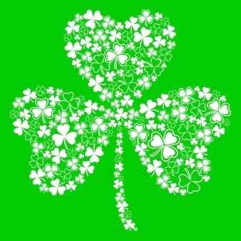 Kartka na dzień świętego patryka z piękną koniczyną na zielonym tle złożoną z małej koniczyny białej