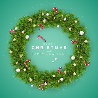 Kartka wesołych świąt i szczęśliwego nowego roku. wieniec choinkowy ozdobiony bombkami i cukierkami. element dekoracji wakacje na zielonym tle.