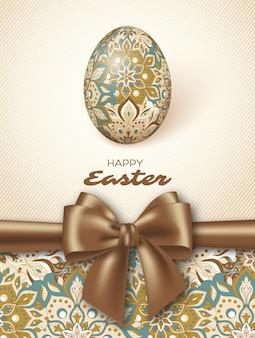 Kartka z życzeniami wielkanocnymi z jajkiem i czerwoną wstążką.