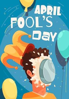 Kartka z życzeniami wszystkich głupców z edytowalnym tekstem i ciastem roztrzaskanym na twarzy osoby z kapeluszem jokera