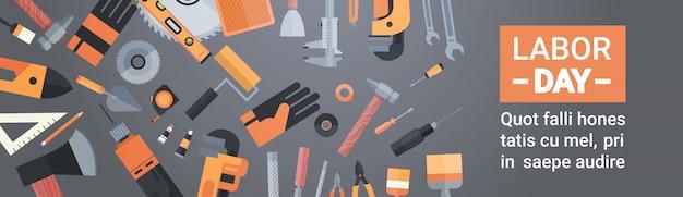 Kartkę z życzeniami na dzień pracy nad zestawem narzędzi roboczych do naprawy i budowy