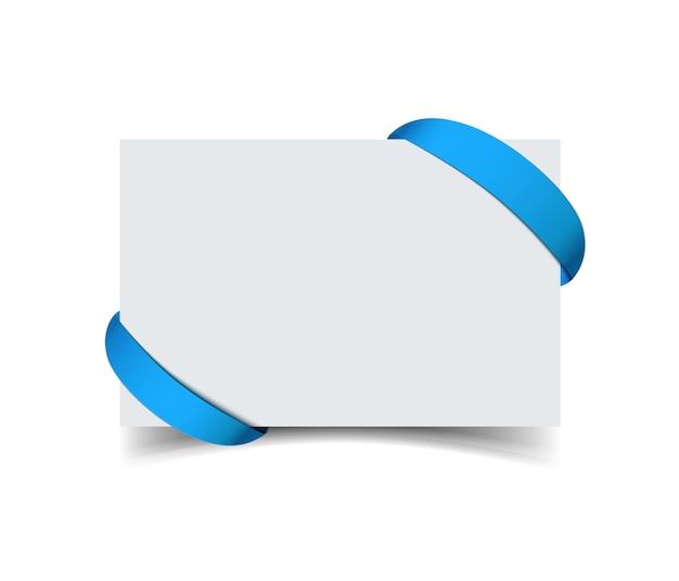 Kartkę z życzeniami papieru z zakrzywioną niebieską wstążką prezent na rogach na białym tle