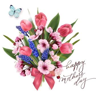 Kartkę z życzeniami szczęśliwego dnia matki z bukietem różowych tulipanów, kwiatów wiśni z niebieskim motylem