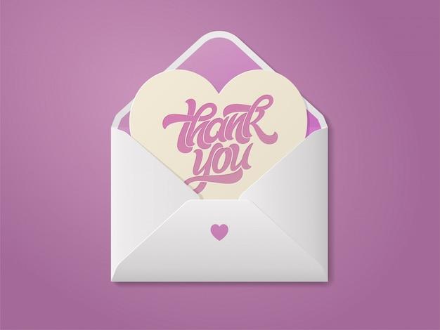 Kartkę z życzeniami w kształcie serca z napisem dziękuję w otwartej kopercie. romantyczna ilustracja. odręczny napis pędzla na pocztówkę, baner, plakat. ilustracja.