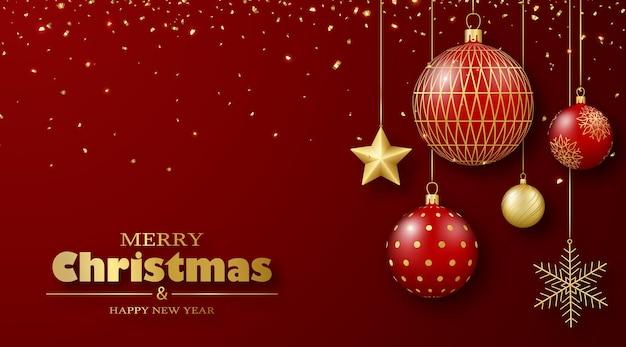 Kartkę z życzeniami wesołych świąt i szczęśliwego nowego roku złote i czerwone bombki na wstążkach i konfetti