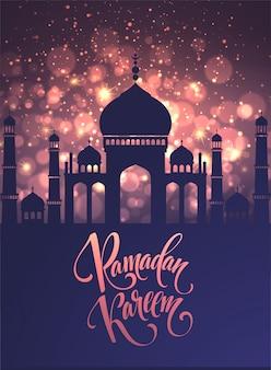 Kartkę z życzeniami z tekstem kreatywnym ramadan kareem wykonanym przez złoty brokat.