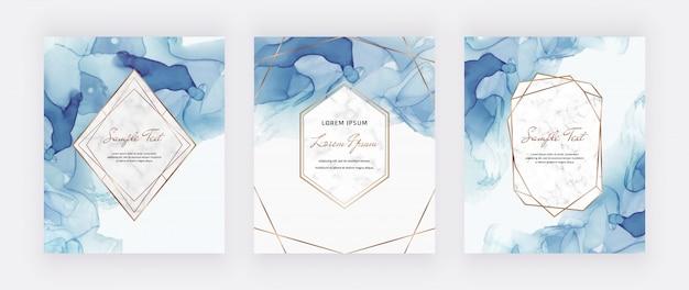 Karty z niebieskim atramentem alkoholowym z marmurowymi i złotymi wielokątnymi ramkami. streszczenie ręcznie malowane tła.