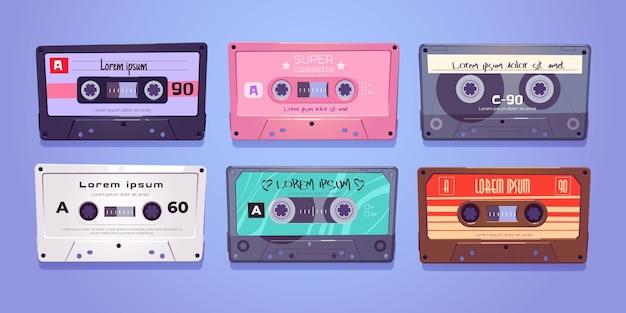Kasety audio, taśmy retro, nośniki do przechowywania muzyki i dźwięku na białym tle