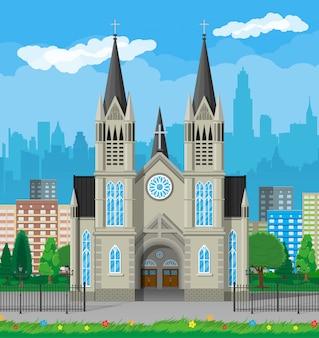 Katedra katolicka z panoramami miasta