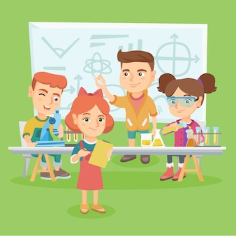 Kaukaskie dzieci pracujące na lekcji chemii.