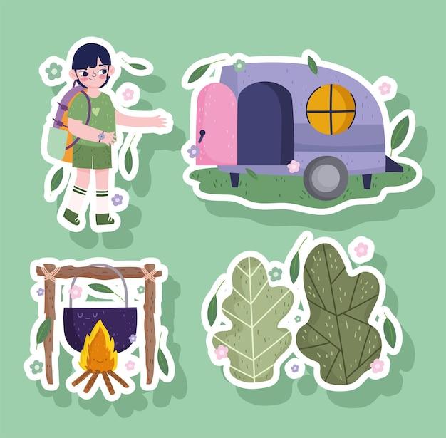 Kemping, chłopiec z torbą, las kempingowy i jedzenie w stylu kreskówkowej naklejki