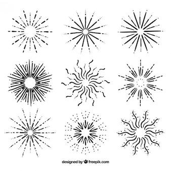 Kilka ręcznie rysowane sunburst i gwiazd