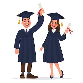 Kilku absolwentów z dyplomami.