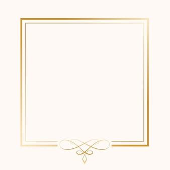 Klasyczna złota ozdobna ramka na białym tle