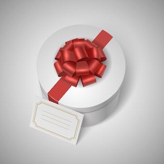Klasyczne pudełko upominkowe z czerwoną wstążką, kokardą i pustą etykietą
