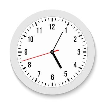 Klasyczny ścienny zegar biurowy, czas, zgodnie z ruchem wskazówek zegara.