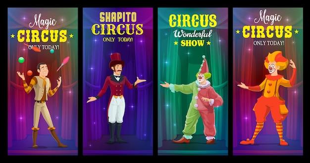 Klaunowie cyrkowi shapito, żongler i czarodziej banery wektorowe. artyści rysunkowi wykonują pokaz magii na dużej arenie. wykonawcy karnawału, zabawiarze w jasnych kostiumach na scenie z zasłonami za kulisami