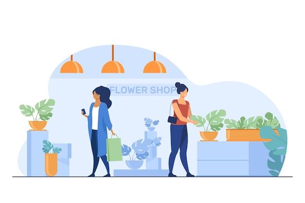 Klienci w kwiaciarni. kobiety z torby wybierając rośliny doniczkowe płaskie wektor ilustracja. zakupy, szklarnia, koncepcja roślin domowych