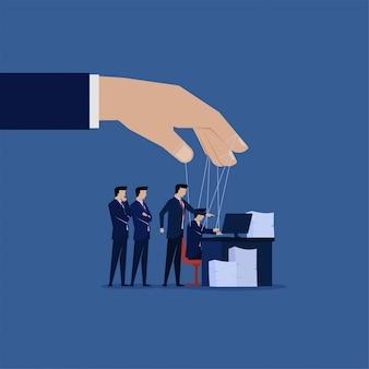 Klient poleca biznesmenowi pracę jak mistrz marionetek.