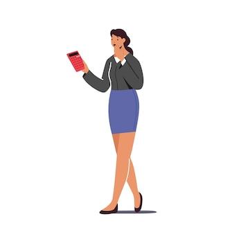 Kobieca postać zszokowana wysoką ceną na tarczy kalkulatora