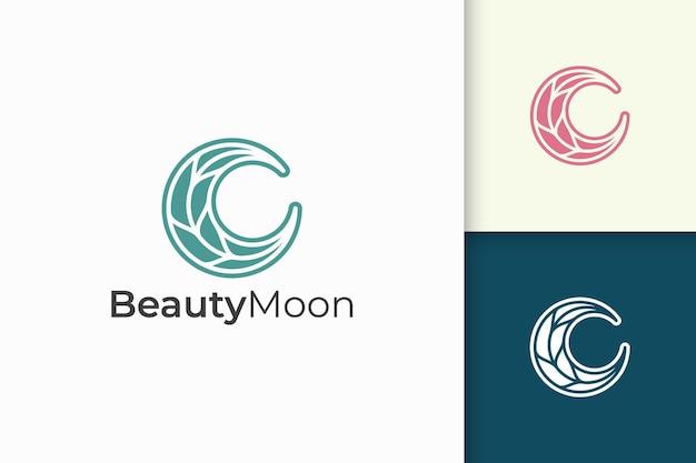Kobiece logo pielęgnacji urody z połączenia kształtu księżyca i liścia