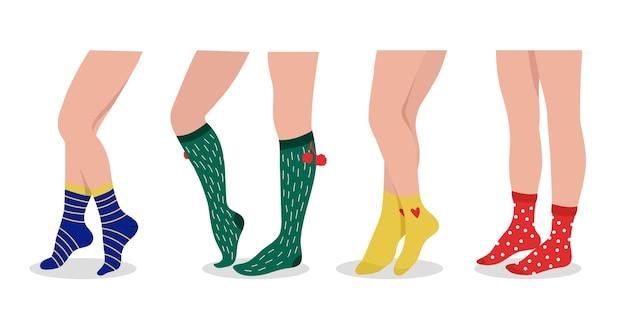 Kobiece nogi noszą skarpetki. kolorowe dodatki sportowe i codzienne. moda para bielizny, boże narodzenie obuwie wektor zestaw. ilustracja pary stóp i nóg, nosić odzież odzieżową