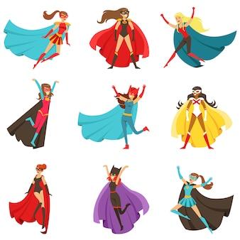 Kobiece superbohaterowie w klasycznych strojach komiksowych z peleryny zestaw uśmiechający się płaskie postaci z kreskówek