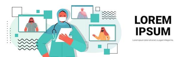 Kobieta arabska lekarz rozmawia z arabskimi pacjentami podczas rozmowy wideo